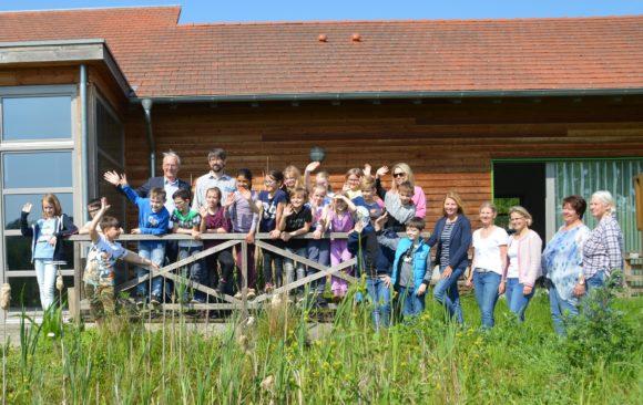 """""""Bienenbuden"""" in Lübbecker Schulen – Erfolgreiche Zusammenarbeit für mehr Artenvielfalt"""