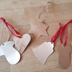 Selbstgemacht und nachhaltig: Geschenkanhänger aus Milchtüten
